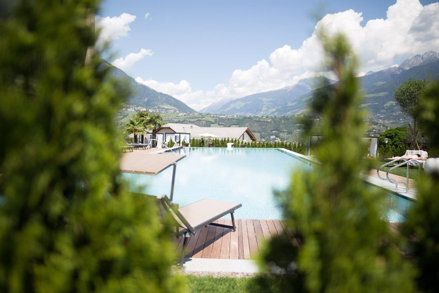 Pool with a view in der Meran Lodge.